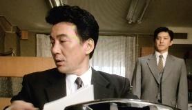 映画「突入せよ! あさま山荘事件 」資料整理のシーン (5)
