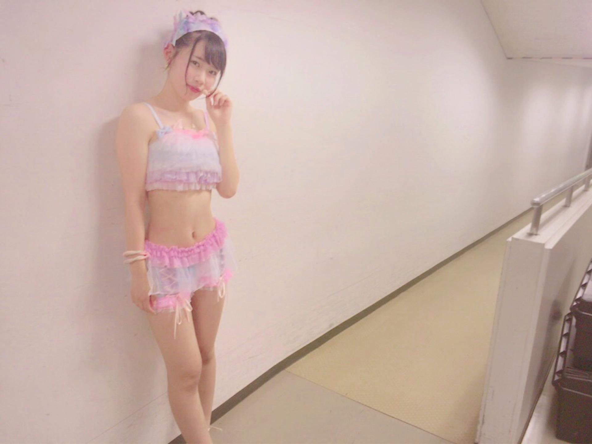 チーム8服部有菜さん(16歳)、水着よりもエロい服装を晒してしまう