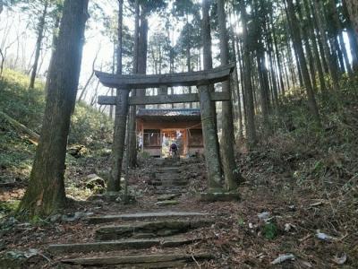 神社に向かう入り口鳥居