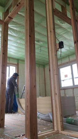 2階天井吹付断熱 (1)