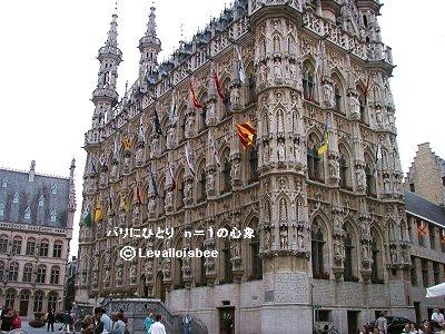 華麗な装飾のルーヴェン市庁舎downsize