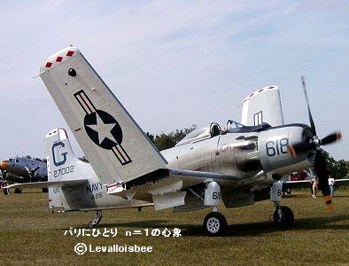 A1 Skyraiderが翼を展開し発進REVdownsize