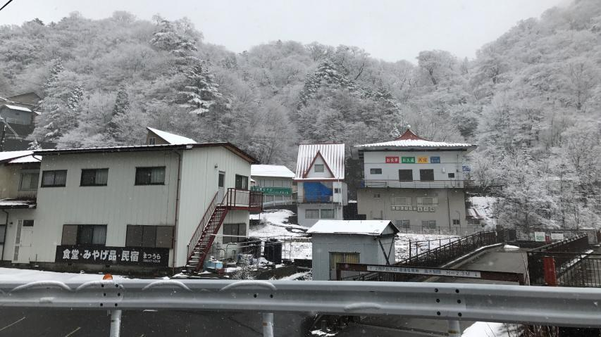 見ノ越の民宿街は冬眠中
