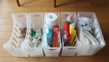 食器棚の中でファイルボックス収納