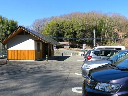 001山上碑の駐車場