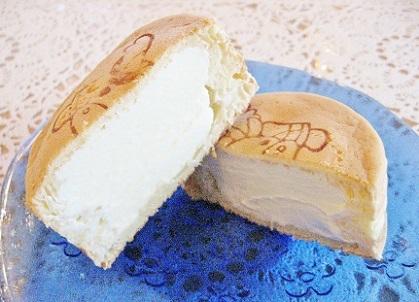 餡専菓さんのレアチーズの大判焼きです