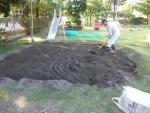 砂場を均す
