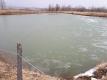 また結氷した池
