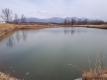 氷が融けたため池