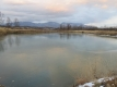 スジができたため池の氷