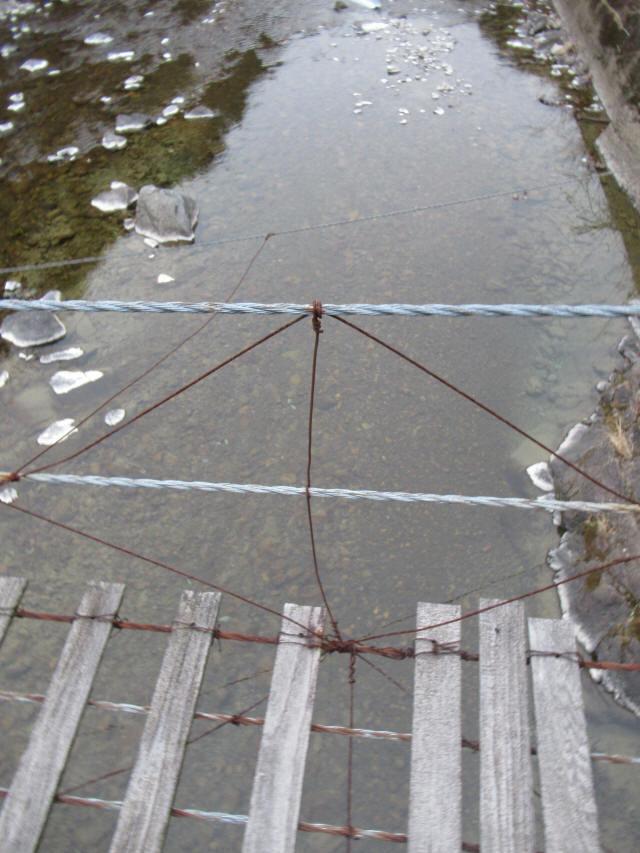 上板の吊橋f