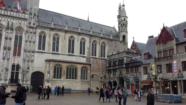 Bruges_BurgSquare.jpg