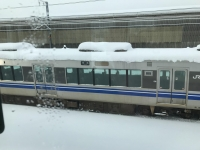 雪が積もった電車180212