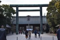 靖国神社に入ります180212