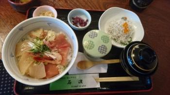 石渡2日めランチ海鮮丼とシラス