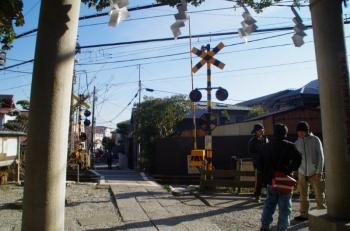 御霊神社の隣は江ノ電
