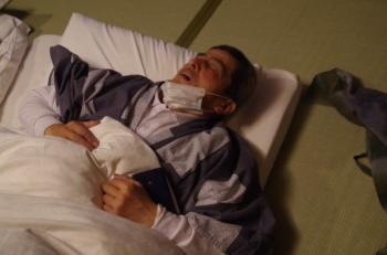 山本さん死んだように寝てる