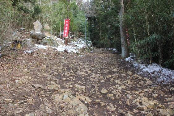 拝殿への石坂