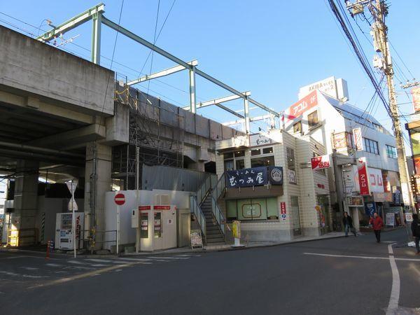 1・2番線合流地点を高架下から見たところ。今回の工事で高架橋本体は手を加えていない。