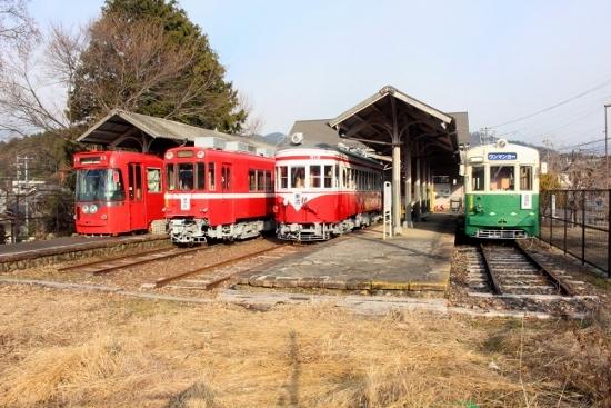 ③名鉄美濃駅1 (550x367)