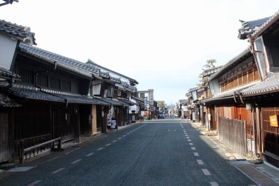 ⑦街並み (550x367)