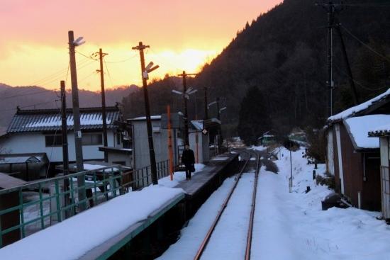 ④梶田駅朝焼け