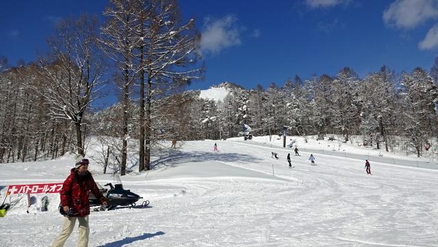 17井富士スキー場を見上げる