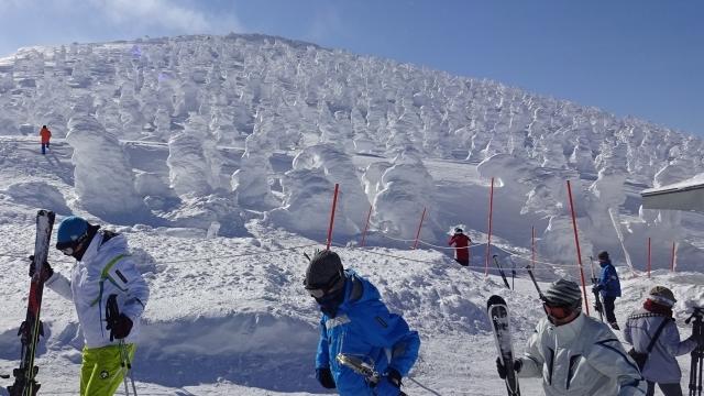 7スキーヤーと樹氷