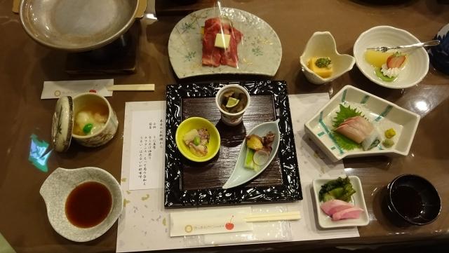 25一日目の夕食山形牛の陶板焼き