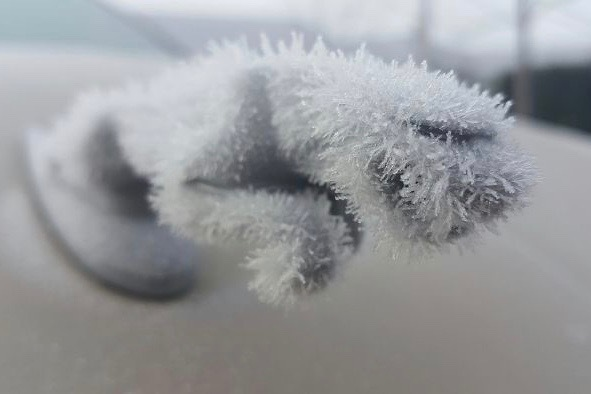 frozen_car_art_winter_frost_02.jpg