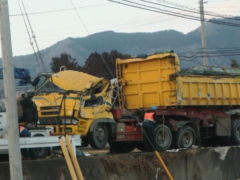 「大型ダンプ転倒事故」④