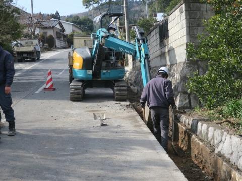 「風返峠十三塚排水路整備工事」④