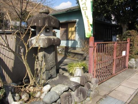 旧東海道 岩淵上町の秋葉山常夜燈