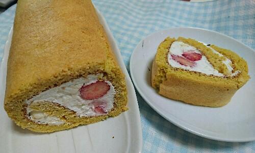 ふすま粉でイチゴのロールケーキ【1本で糖質18.5g/1切れ2.3g】低糖質かつ美味♡