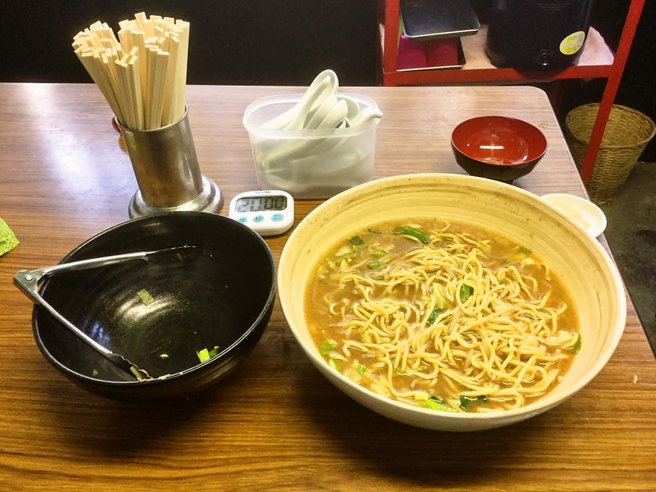 星川製麺 彩(超デカ盛りラーメン)