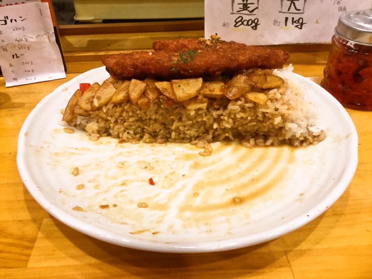 カレーの力 茅ヶ崎(大皿白身フライポテト温玉カレー)