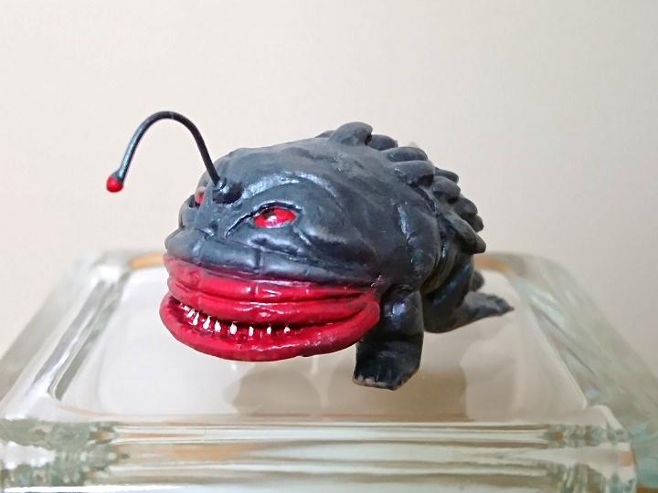 円盤生物 ハングラー 恐怖の円盤生物キーホルダー! キャスト