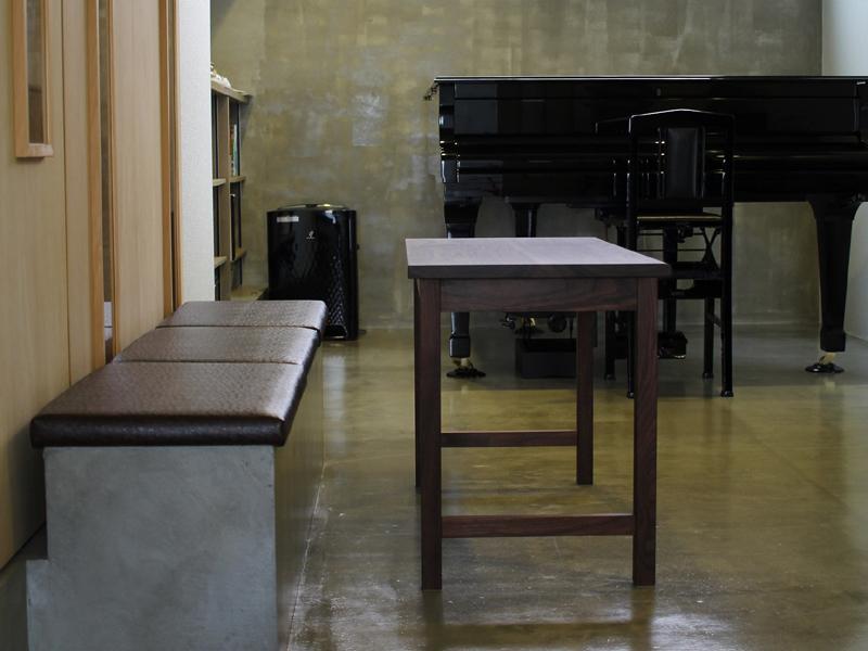 ピアノの先生のためのデスク 5