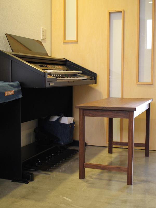 ピアノの先生のためのデスク 6