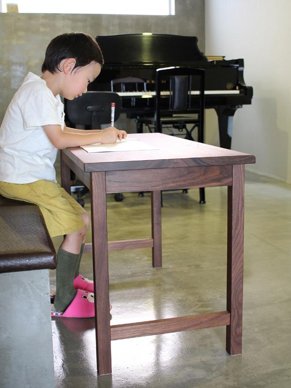 ピアノの先生のためのデスク 7
