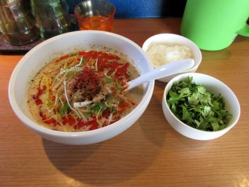 ラーラー麺とパクチーとライス