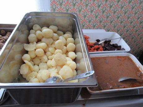 ポテト、肉、根菜類