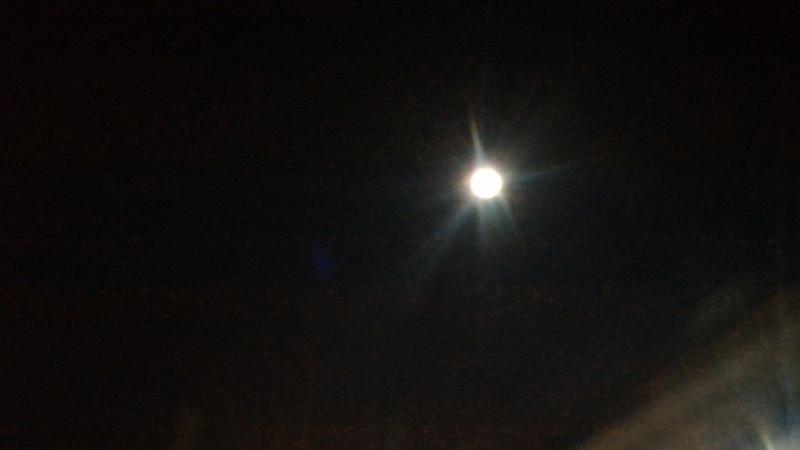 冬の台風一過の満月