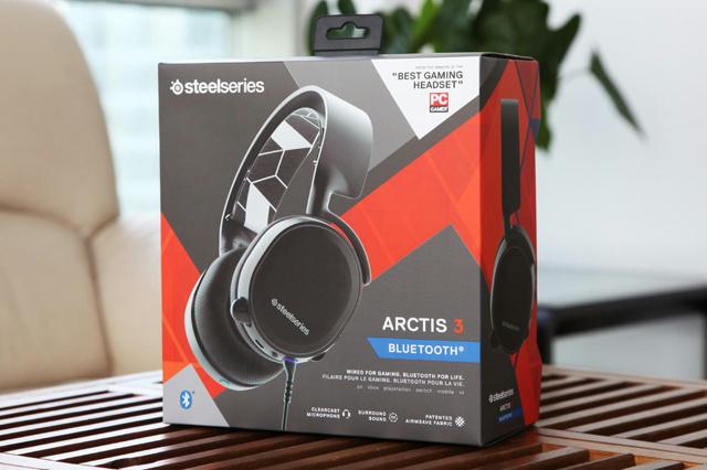 Arctis3_Bluetooth_01.jpg