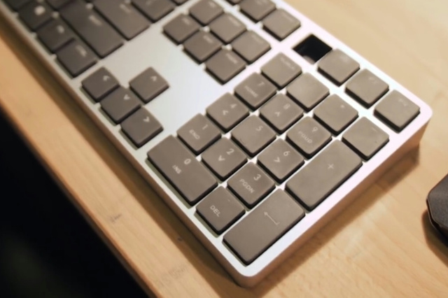 Cooler_Master_New_Keyboard_03.jpg