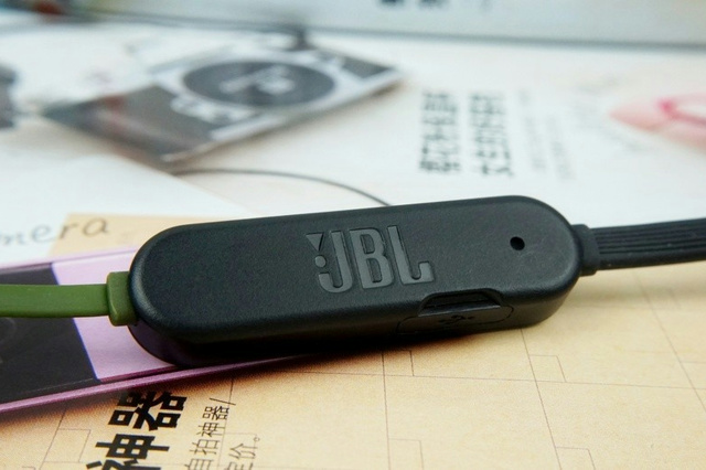 JBL_TUNE205BT_06.jpg