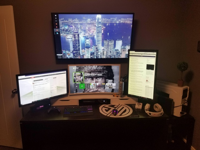 PC_Desk_MultiDisplay109_32.jpg