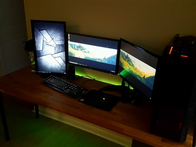 PC_Desk_MultiDisplay109_62.jpg