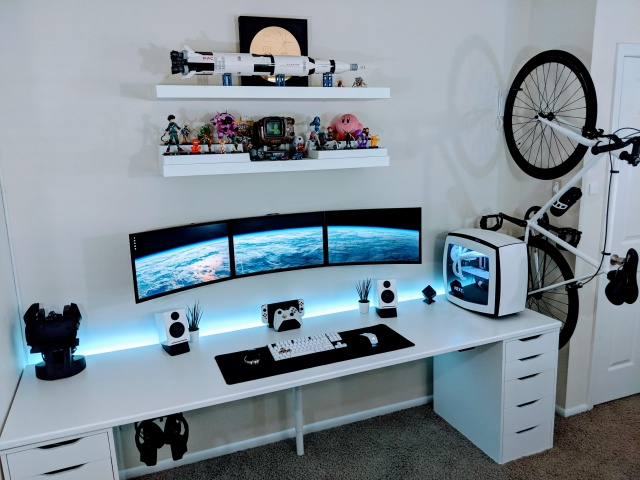 PC_Desk_MultiDisplay109_69.jpg