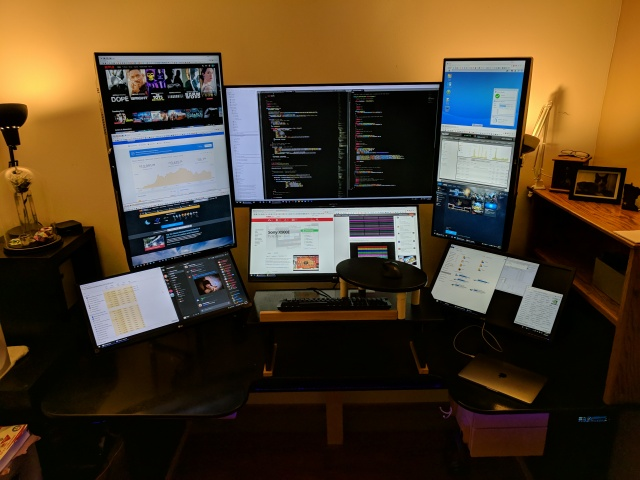 PC_Desk_MultiDisplay110_01.jpg